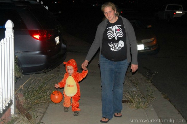 Skeleton Maternity Costume with Tigger