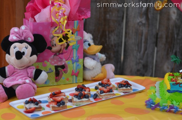 minnie mouse summer party 10