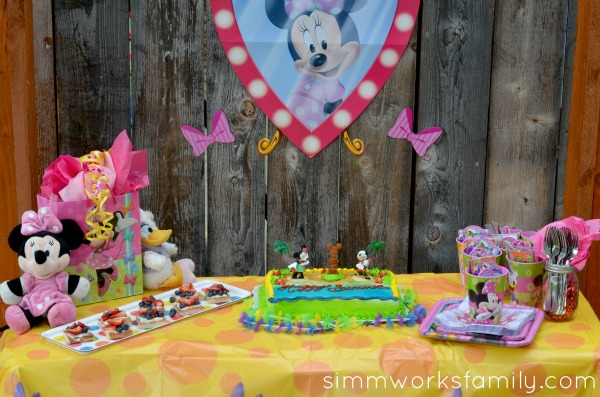 minnie mouse summer party 11