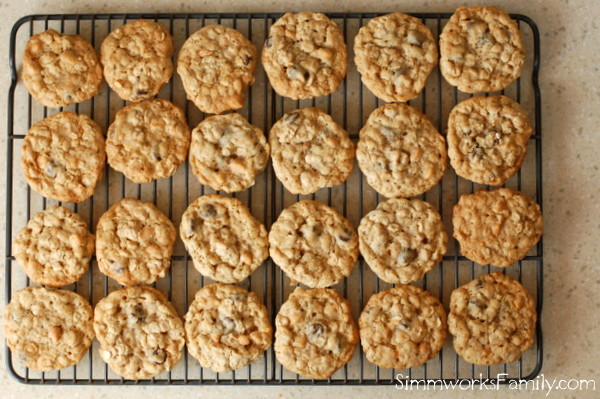 cookies on cooling rack (c) simmworks family blog