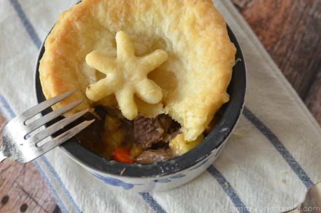 Pot Roast Pot Pies inside pie #CampbellsSkilledSaucers