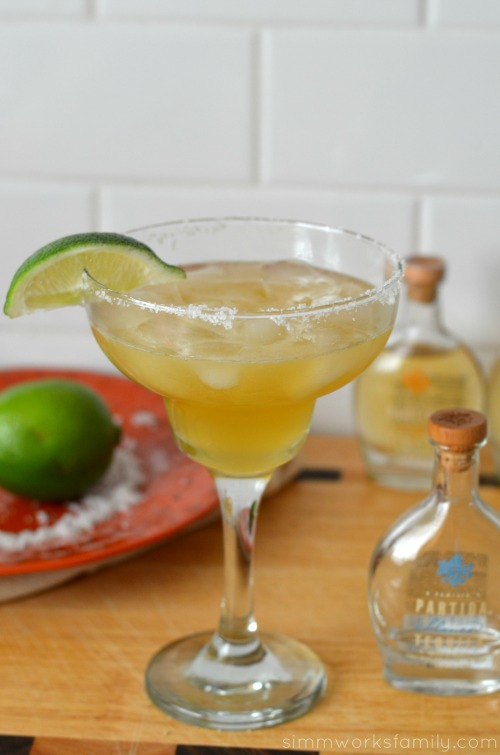 partida skinny margarita poured