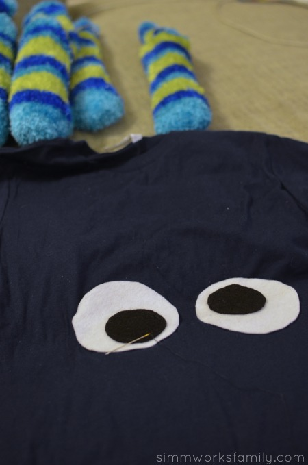 DIY Octopus Costume cut out felt eyes and sew onto shirt
