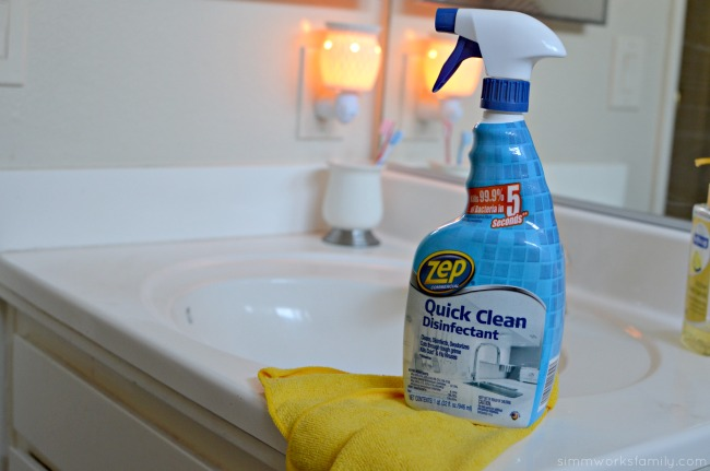 5 Tips for Cleaning The Bathroom - all in one cleaner #TryZep