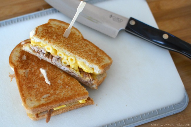 Grilled Pulled Pork and Mac and Cheese Sandwich Recipe