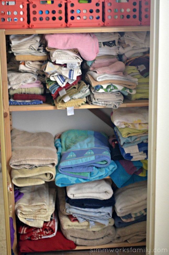 10-tips-to-teach-children-the-basics-of-organization-folding-clothes