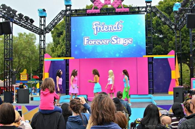 Legoland Heartlake City - friends forever stage