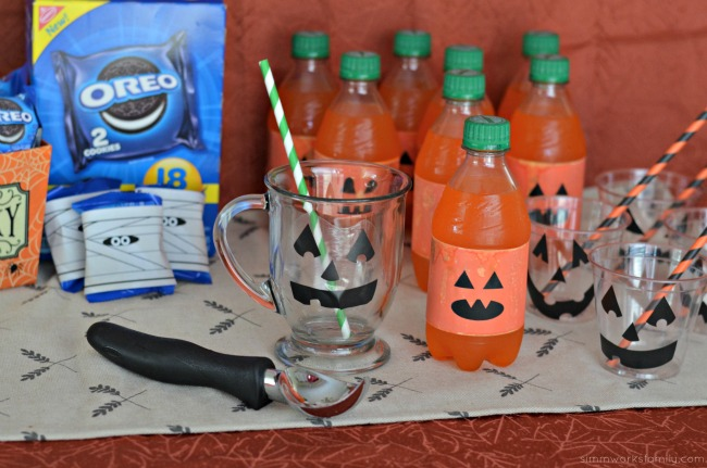 Halloween Snack Bar With 5050 Bar Floats set up, No Bake Halloween Treats Snack Bar