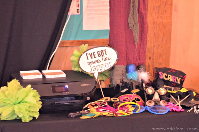 Tips For Hosting A Photobooth - printer and props