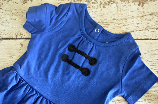 diy-lucy-van-pelt-costume-add-details-to-dress