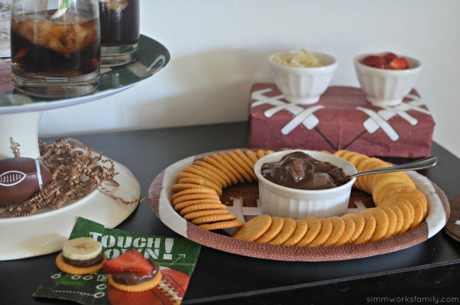 simple-football-party-snack-ideas-chocolate-sweet-dip-and-toppings