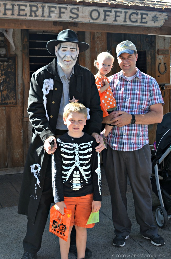 top-5-things-to-do-at-knotts-spooky-farm-friendly-monsters-in-ghost-town