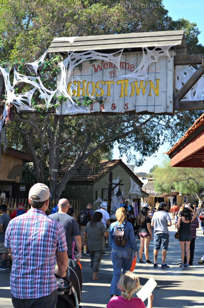 top-5-things-to-do-at-knotts-spooky-farm-ghost-town