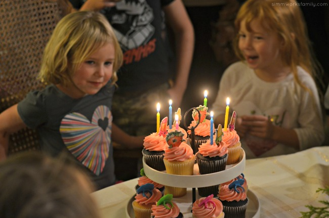 the-lazy-moms-guide-to-hosting-a-birthday-party-cupcakes