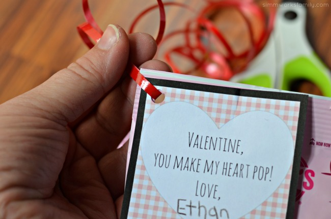 popcorn-valentines-day-printable-attach-ribbon-and-tie-together