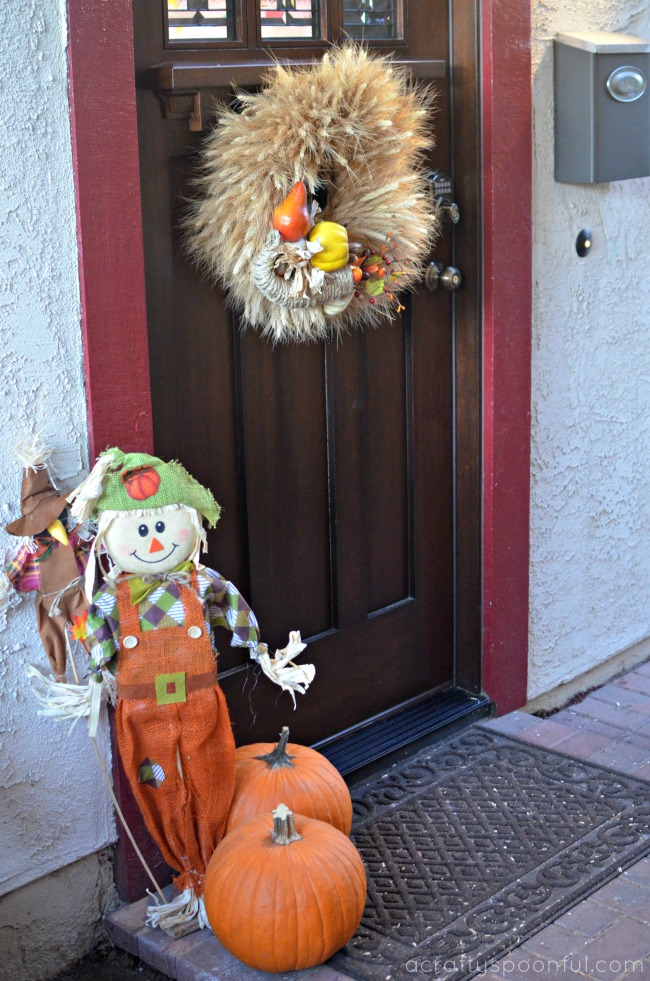 Wow guests with these easy diy thanksgiving door decorations for Diy thanksgiving door decorations